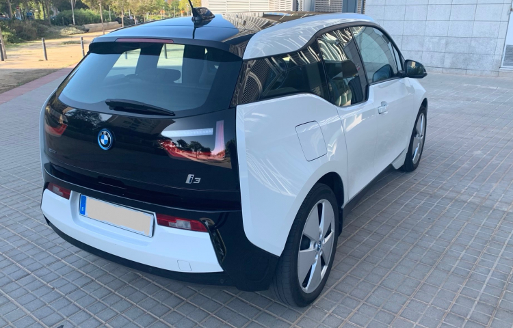 Hire a BMW i3 in Barcelona