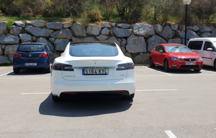 Hire a Tesla Model S in Palma de Mallorca