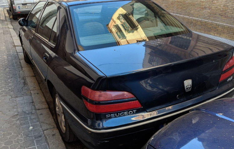 Hire a Peugeot 406 in Sevilla