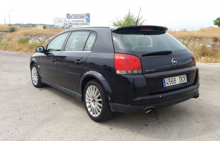 Hire a Opel Signum in Madrid