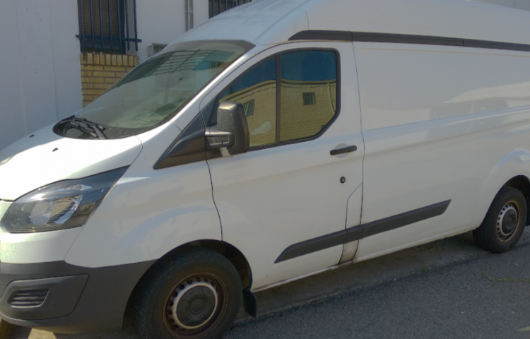 Hire a Ford Transit in Zaragoza