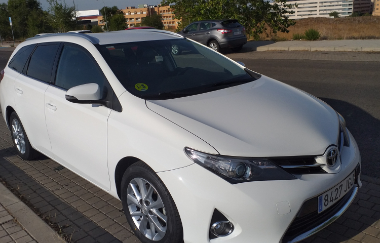Hire a Toyota Auris in Madrid
