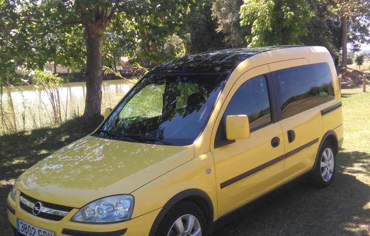 Hire a Opel Combo in Barcelona