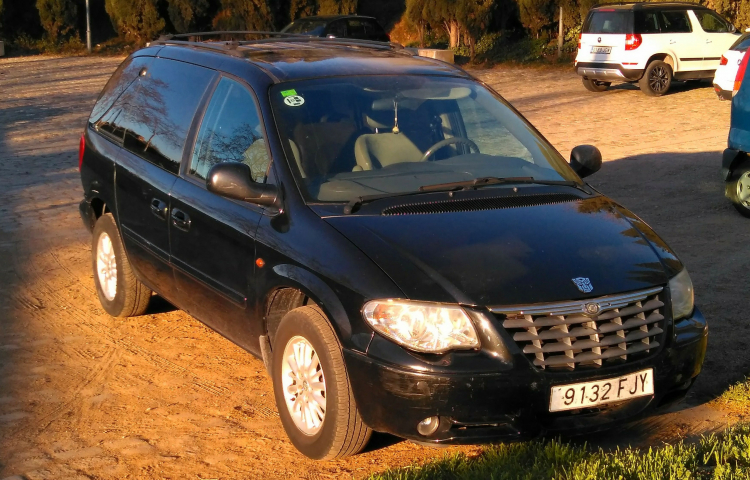 Hire a Chrysler Voyager in Barcelona