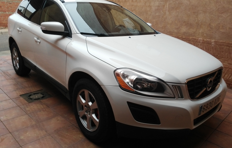 Hire a Volvo XC60 in Fuengirola