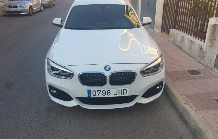 Hire a BMW Bmw Serie 1 in Archena