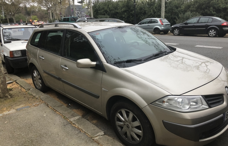 Hire a Renault Megane Berlina in Barcelona