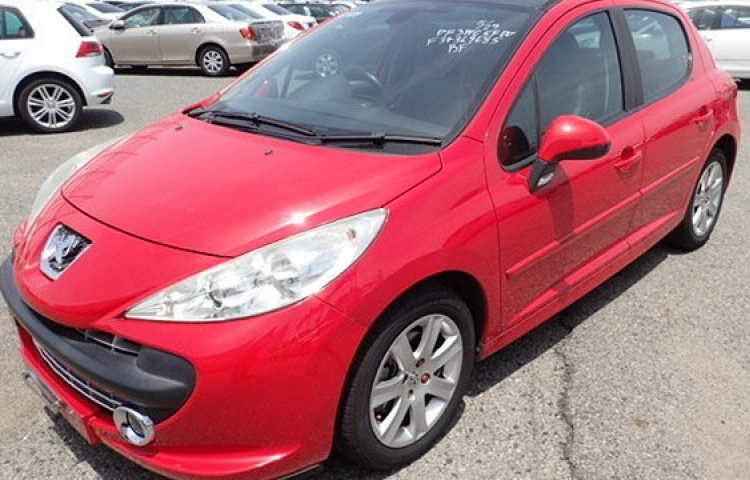 Hire a Peugeot 207 in Maón