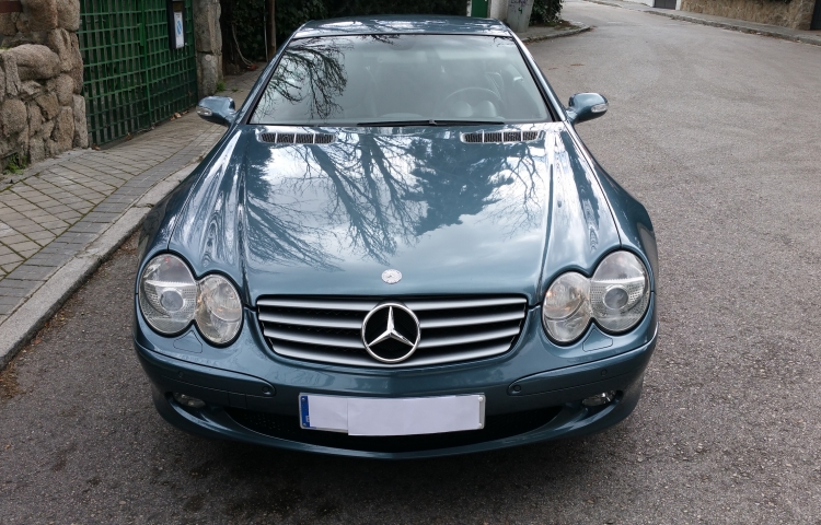 Hire a Mercedes Clase SL in Madrid