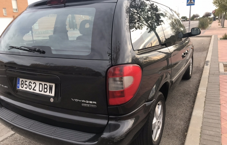 Hire a Chrysler Voyager in Madrid