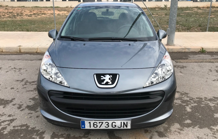 Hire a Peugeot 207 in Valencia