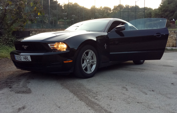Hire a Ford Mustang in Salou
