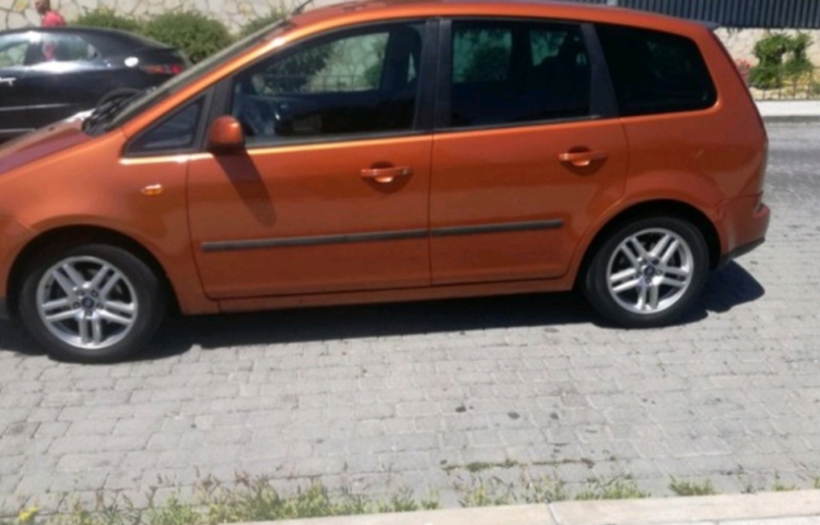 Hire a Ford Focus in Tres Cantos