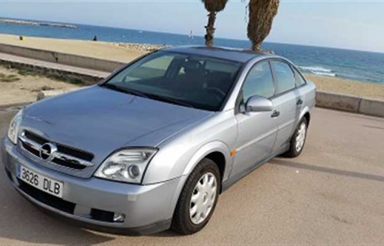Hire a Opel Vectra in Barcelona