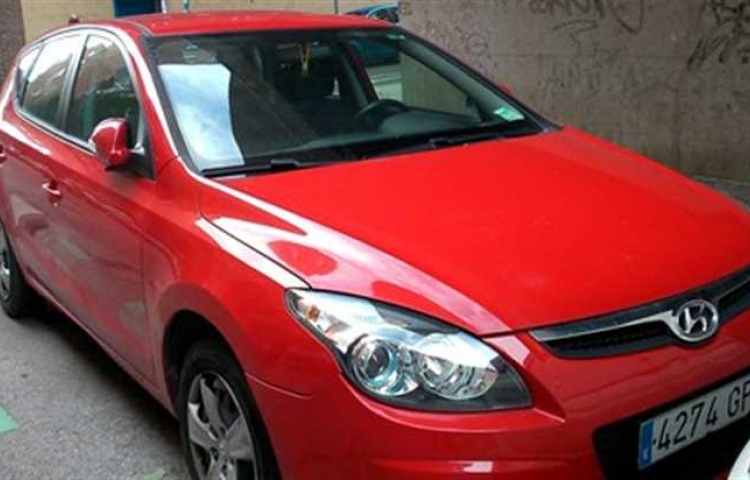 Hire a Hyundai i30 Comfort in Madrid