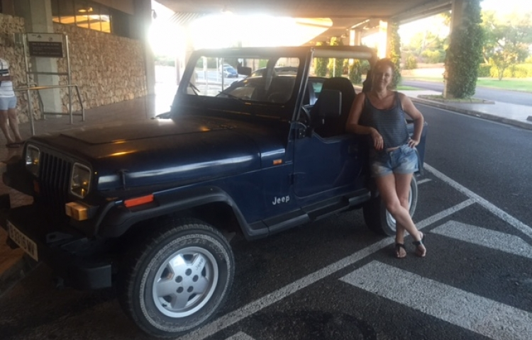 Hire a Jeep Wrangler in Sant Lluís