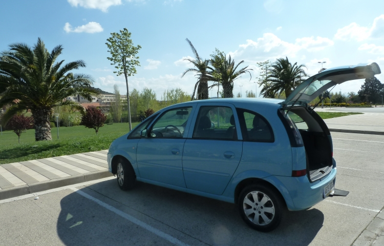 Hire a Opel Meriva in Madrid