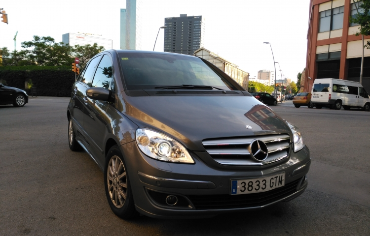 Hire a Mercedes B 200 CDI in Barcelona