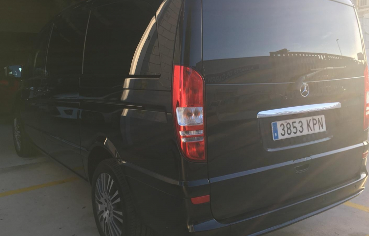 Hire a Mercedes Viano in Madrid
