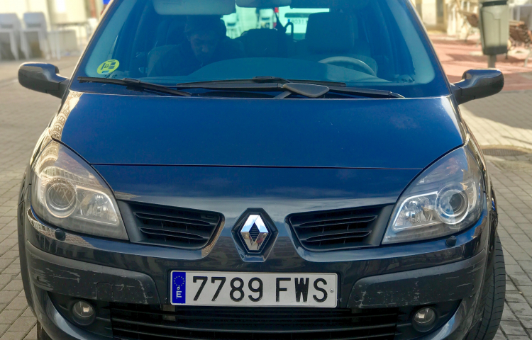 Louer Renault Grand Scenic à Madrid