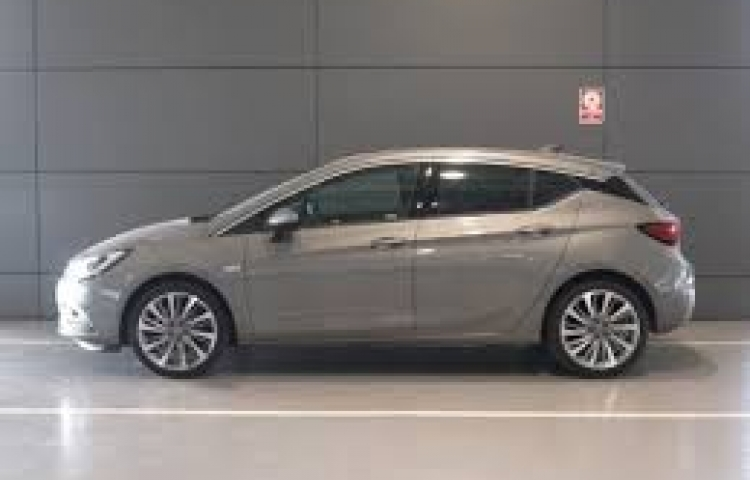 Hire a Opel Astra in Gines