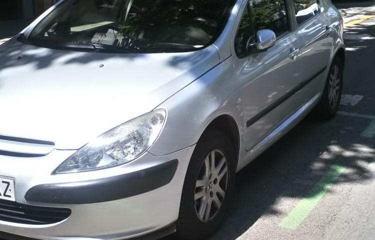 Hire a Peugeot 307 in Barcelona