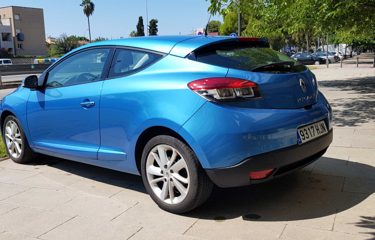 Hire a Renault Megane Coupe in Castelldefels