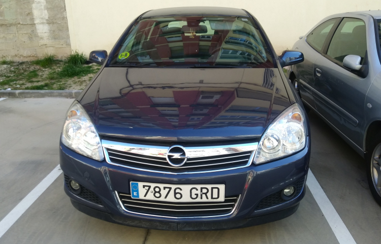 Hire a Opel Astra in Madrid