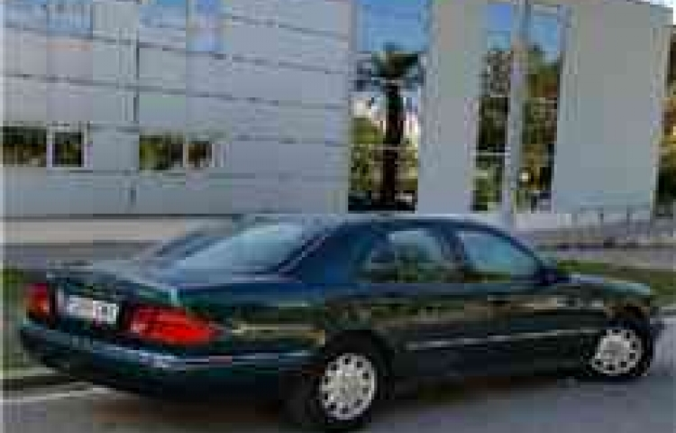 Hire a Mercedes 300D in Barcelona