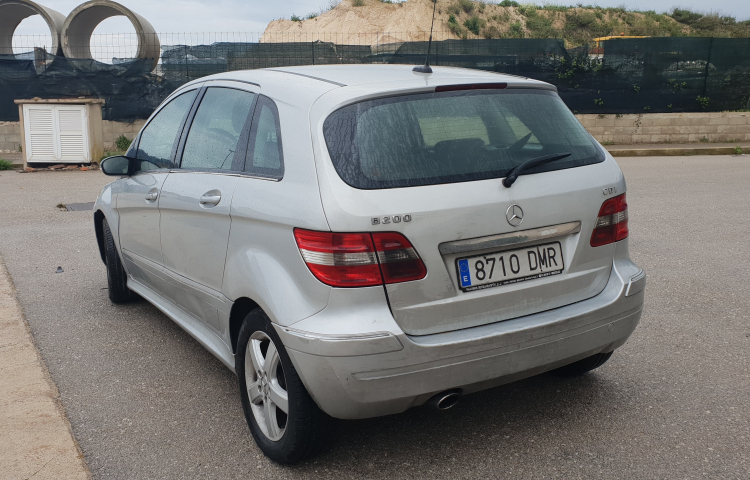 Hire a Mercedes Clase B in Sant Lluís
