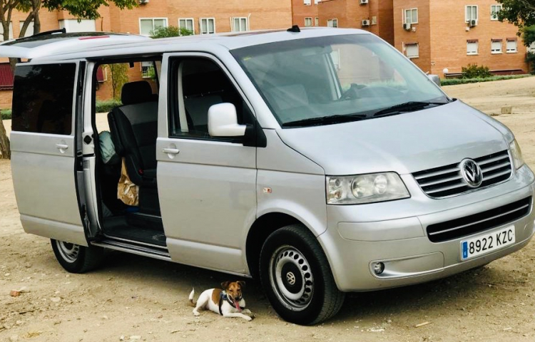 Hire a Volkswagen Multivan in Madrid