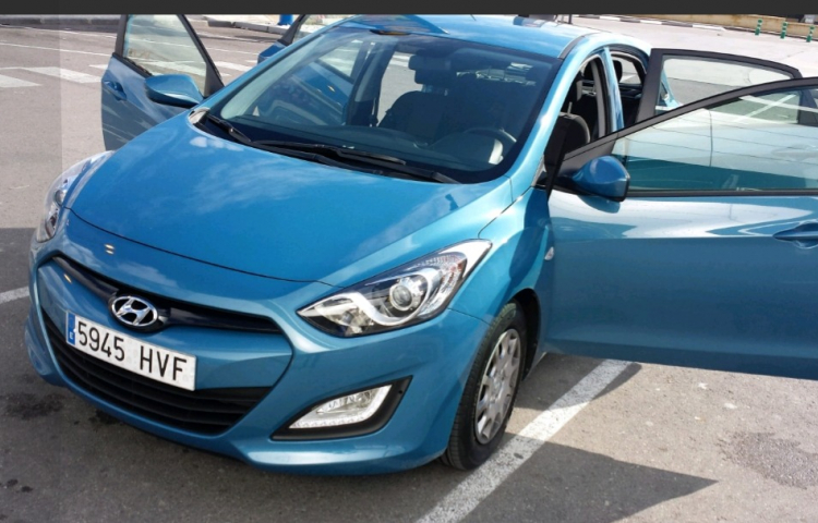 Hire a Hyundai i30 CW in Madrid