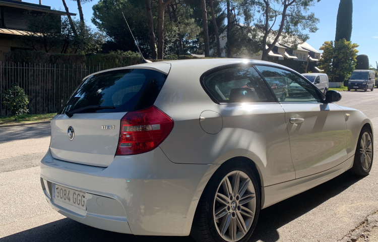 Hire a BMW Serie 1 3p in Barcelona