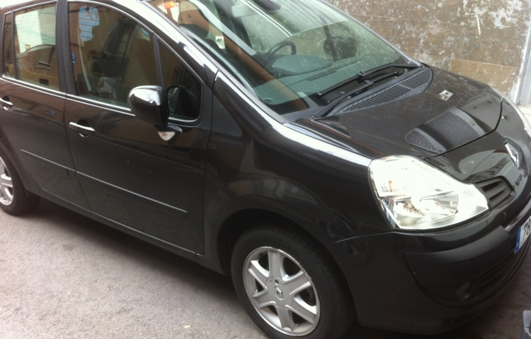 Hire a Renault Grand Modus in Barcelona