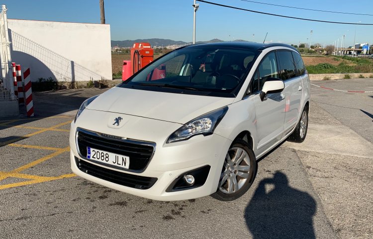 Hire a Peugeot 5008 in Barcelona