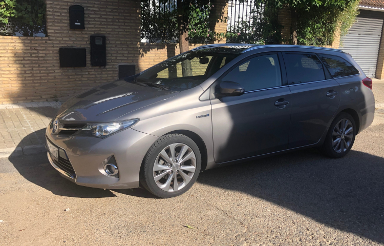Hire a Toyota Auris in Sevilla