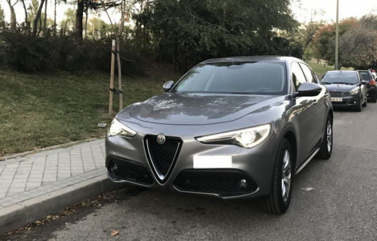 Hire a Alfa Romeo Stelvio in Madrid