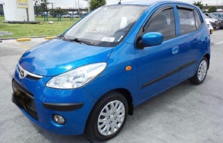 Hire a Hyundai i10 in Maón