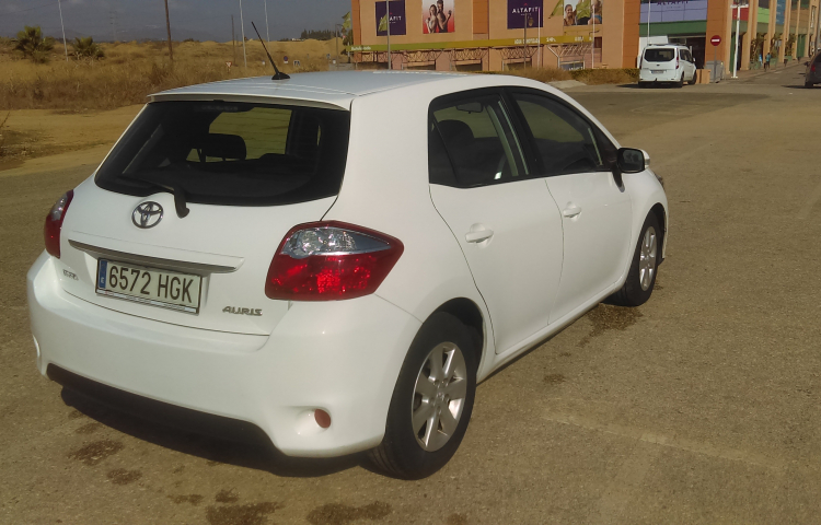 Hire a Toyota Auris in Fuengirola