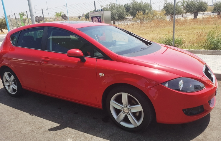 Hire a Seat Leon in Dos Hermanas