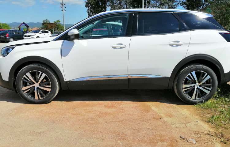 Hire a Peugeot 3008 in Barcelona