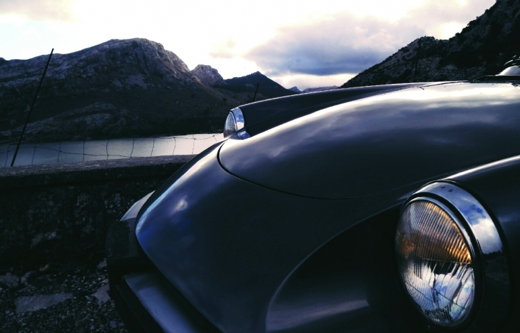 Hire a Alfa Romeo Spider in Sóller