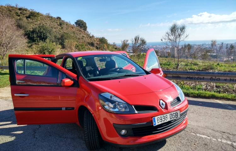 Hire a Renault Clio in Barcelona