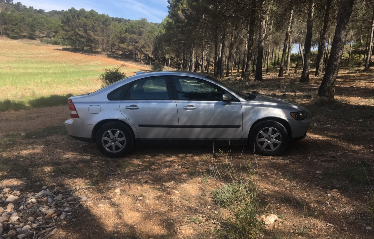 Hire a Volvo S40 in Madrid