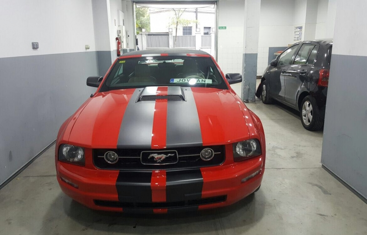 Hire a Ford Mustang in Madrid