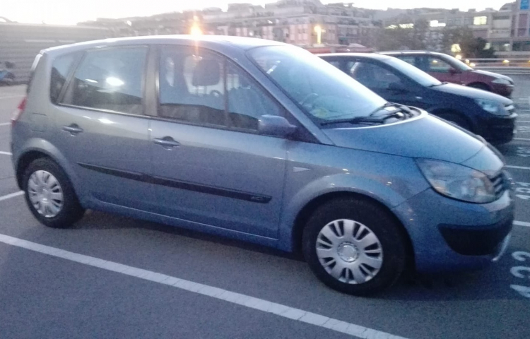 Hire a Renault Megane Scenic in Barcelona