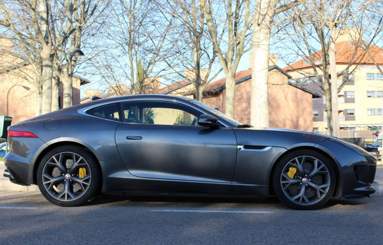 Alquilar un Jaguar F-TYPE en Madrid