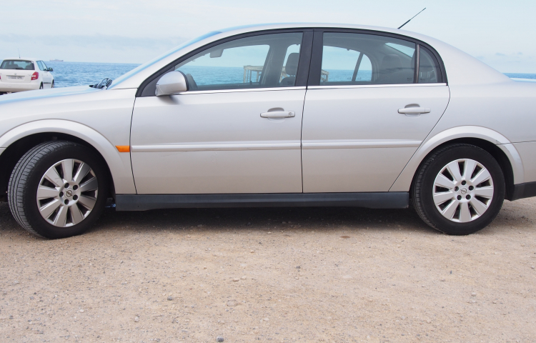 Hire a Opel Vectra in Alicante