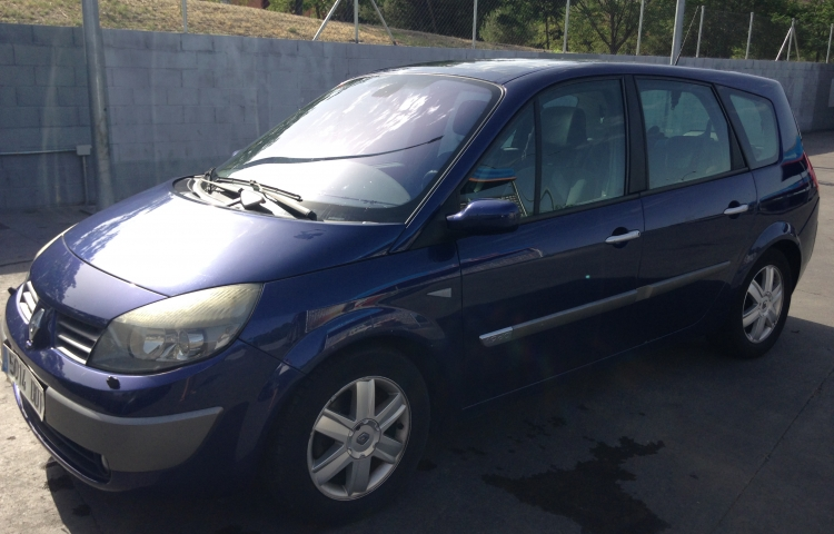 Hire a Renault Grand Scenic in Madrid
