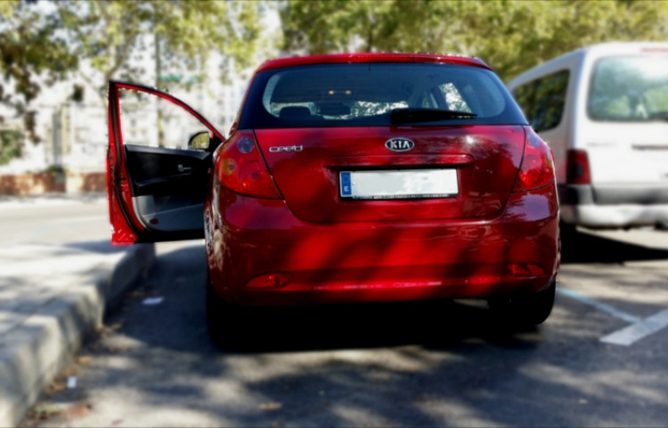 Hire a Kia Ceed in Madrid